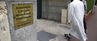 Mesquita recusa enterrar terrorista que matou padre