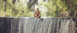 Liliana Santos relaxa no meio da natureza