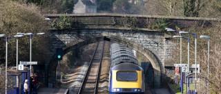 Londres: Jovem esfaqueado com gravidade em estação de comboio