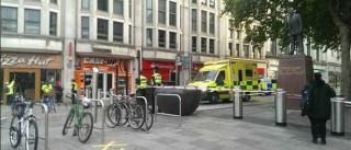 Cardiff: Duas pessoas esfaqueadas na rua. Polícia está no local