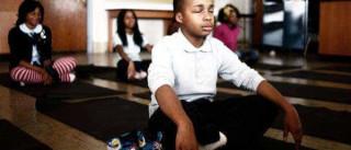 Escola norte-americana substituiu os castigos por meditação
