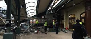 Comboio descarrila e embate em estação em New Jersey