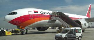 Avião descola no Porto com trabalhador preso dentro do porão