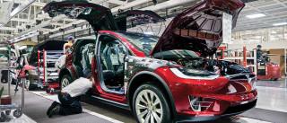 Fábrica da Tesla tem acidentes de trabalho superior à média