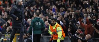 Mourinho goleia rumo à liderança partilhada do grupo A