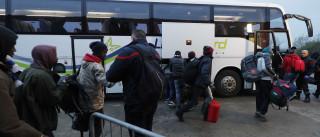 Primeiro autocarro com migrantes deixa 'selva' em Calais