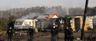 Começam trabalhos de demolição na 'selva' de Calais