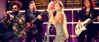 Lady Gaga canta ao vivo 'A-YO'