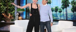 Miley Cyrus confessa que não gostou de anel de noivado e explica porquê