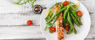 Três mudanças que deve fazer ao jantar se quer perder peso