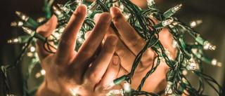 Se ainda vai fazer a árvore de Natal, aprenda a desembaraçar as luzes