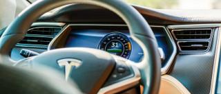 Tesla: Problema nos travões obriga a recolha de mais de 50 mil veículos