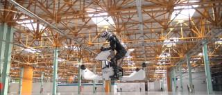 Veja em ação a primeira mota voadora funcional