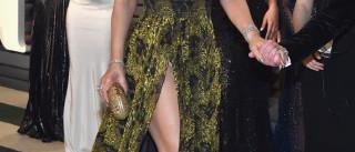Mariah Carey atraiçoada por decote 'explosivo'