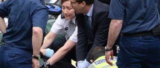 O deputado herói que fez manobras de reanimação a polícia esfaqueado