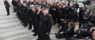 Parlamento retoma trabalhos com minuto de silêncio em memória das vítimas
