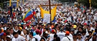 Venezuela: Milhares de opositores ao regime marcham para lembrar vítimas
