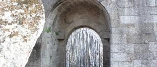 Castelo de Guimarães 'decorado' com papel de alumínio durante a noite