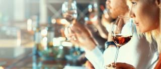 É nestes momentos que deve beber vinho... se não quiser ganhar peso