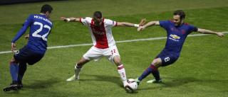 [0-1] Ao intervalo, o golo de Pogba vai valendo a vantagem ao Manchester