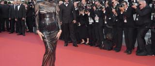 Em Cannes, Irina Shayk aposta em transparências