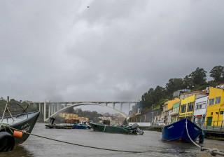 Cadáver de uma mulher encontrado no Douro