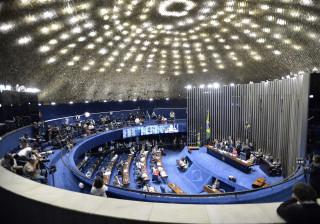 Dilma presta depoimento ao Senado acompanhada de Lula e 18 ex-ministros