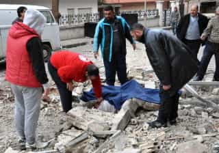 Balanço de atentado bombista em Al-Bab, na Síria, sobe para 77 mortos
