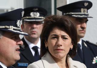 Ministra admite medidas contra furto de armas nas forças de segurança
