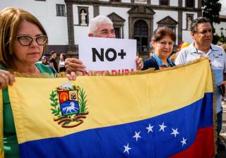 """Duas centenas manifestam-se no Funchal por fim da """"ditadura"""" na Venezuela"""