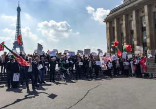 Emigrantes lesados do BES voltam a protestar em Paris.