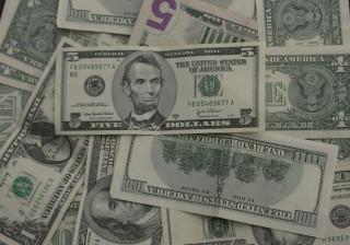 Dólar já é vendido no mercado informal angolano a menos de 400 kwanzas