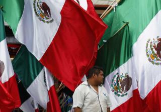 México avisa empresas do país que queiram participar no muro de Trump