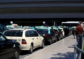 PSP levanta 60 autos de contraordenação a taxistas e a viaturas Uber