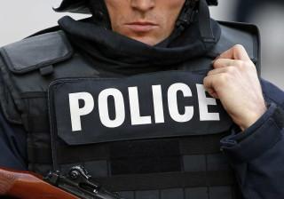 Polícia evacua praça em Paris devido a ameaça de bomba