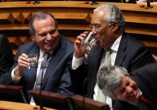 """Presidente do PS estranha conduta """"muito espírita"""" do PSD"""