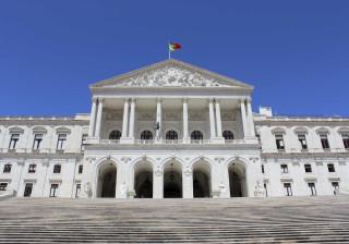 Parlamento favorável a fim da discriminação da mulher entre casamentos