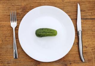 Comer menos pode não ser a melhor estratégia para perder peso