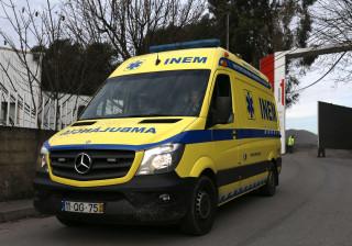 Quatro feridos graves em despiste de viatura em Aveiro