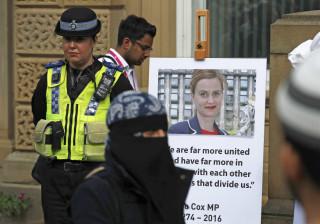 Preso por ameaçar deputada referindo-se a Jo Cox, deputada assassinada