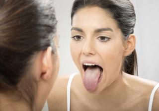 Gosto metálico na boca? Eis as possíveis causas
