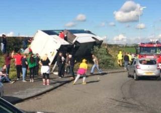 Autocarro com adeptos de futebol sofre acidente a caminho de jogo