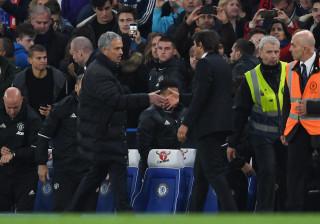 Antonio Conte lança 'farpas' à política de contratações de Mourinho