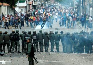 Greve geral na Venezuela na semana em que os protestos subiram de tom