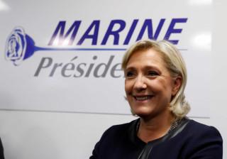 Le Pen aparece de surpresa em fábrica visitada por Macron