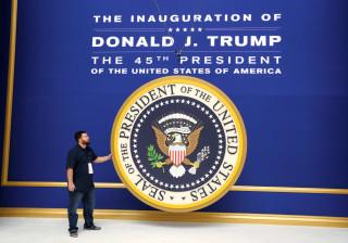 """""""Tudo começa hoje"""". No dia de tomar de posse, Trump não esquece o Twitter"""