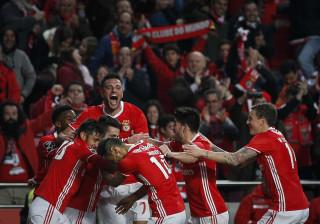 Benfica foi ao balneário buscar inspiração e ainda veio a tempo de golear