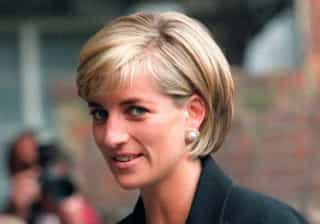 Vestidos icónicos da princesa Diana em exposição