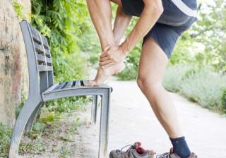 Cãibras nos pés a meio do treino? Eis os possíveis culpados