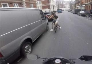 Ciclista vinga-se de condutor após comentários machistas no trânsito